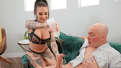 Hardcore going to bed with tattooed MILF Joanna Investor - Foot fetish