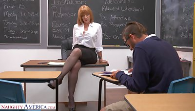 Depreciatory mature Sara Court jester wants to be fucked good in the office