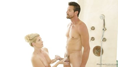 Sexy masseuse India Summer gies a nuru massage to Tommy Gunn