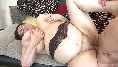 BBW Paula enjoys rough sex with the brush horny boyfriend after a blowjob