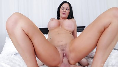 Cougar materfamilias feels step son's dick deeper than her hubby's