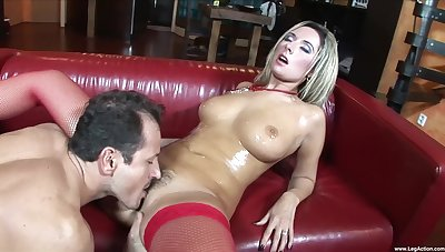 Busty MILF loads her trimmed cherry with quite a dick