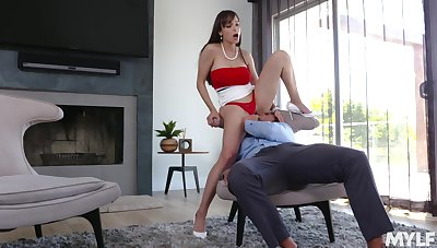 High-class MILF Lexi Luna takes a dispirited walk on the rejected side