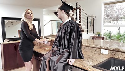 Young lad fucks his big ass mommy aloft graduation boyfriend