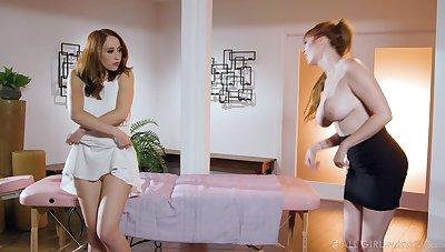 Lauren the MILF masseuse arranges a lesbian triple encouragement under way