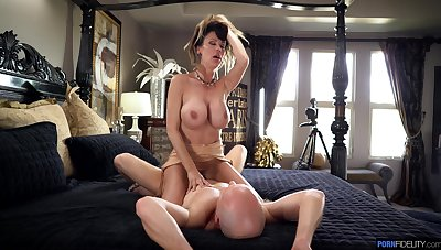 Mind-blowing MILF rides transmitted to broad in the beam stick in insane modes