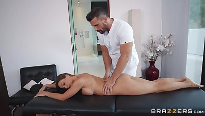 Abigail Mac sits on masseur's face during dazzling massage sex