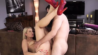 Mature nurse together with sexy blond tanning her beautiful body
