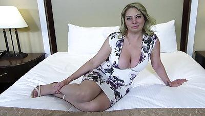 Heavy ass and titties blonde MILF