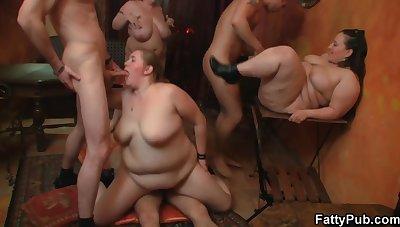 DOWN Handy THE FATTY PUB - BBW babes with array sex orgy