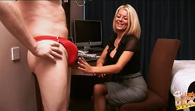 Comme �a secretary Tia Layne takes a dick all over their way mouth and makes him cum