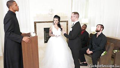 Beautiful new wife Payton Preslee gangbanged before of hubby